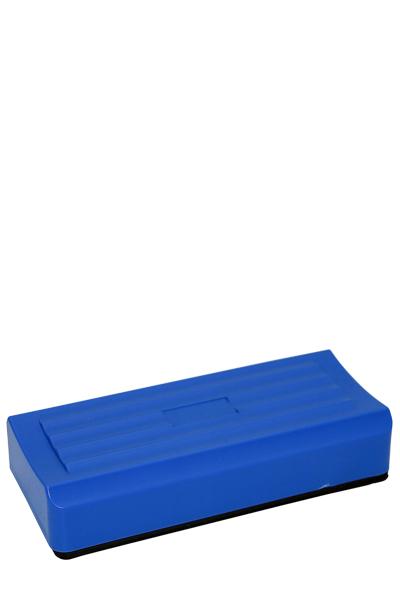 Blauer Kunststoffreinigungsschwamm mit schwarzem Filzschwamm
